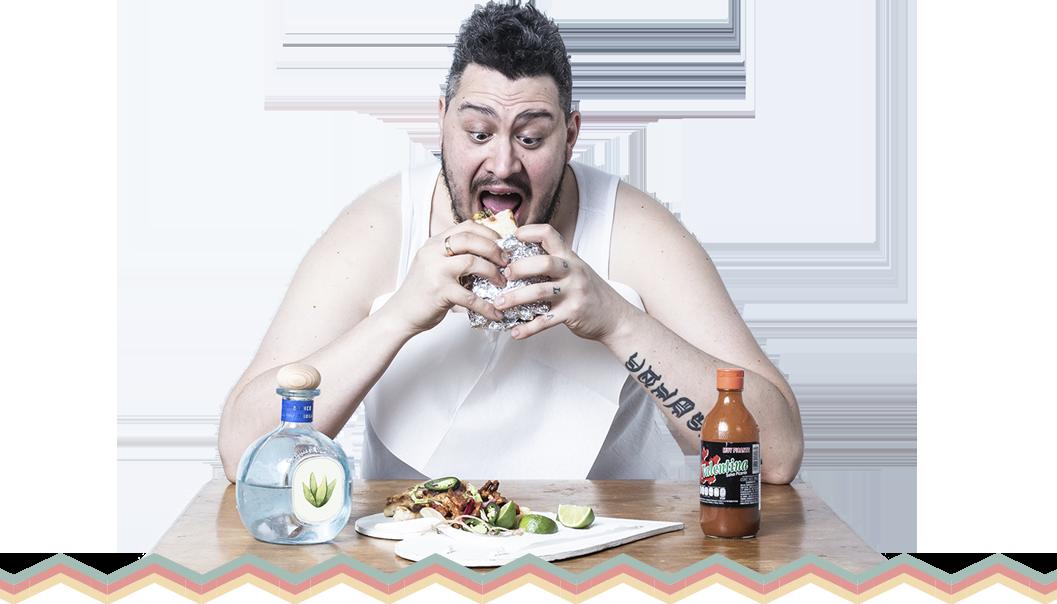 Tamperelaisen  Tacos 'n' Tequila -ravintolan ruokaa syövä mies